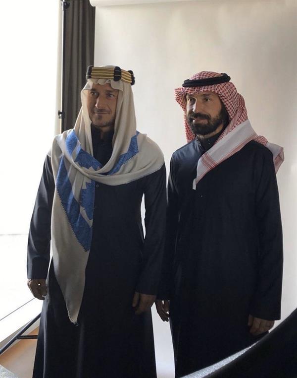 شاهد.. توتي وبيرلو بالزي السعودي قبل مشاركتهما في حفل اعتزال ياسر القحطاني