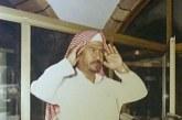 صورة نادرة لأقدم مؤذني المسجد الحرام أثناء رفعه الأذان من مكبرية الحرم