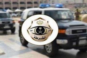 الرياض: القبض على 6 مواطنين قاموا برمي الحجارة على سالكي طريق الحائر وهم يستقلون مركبة بدون لوحات