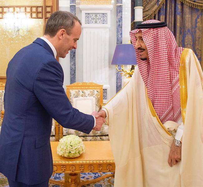 خادم الحرمين الشريفين يستقبل وزير خارجية بريطانيا (صور)