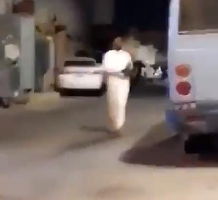 """""""النيابة"""" توجه بالقبض على سعوديين ومقيم خرقوا أمر منع التجول وتباهوا بذلك"""