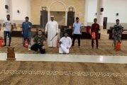 شاهد.. تبخير وتعقيم المساجد وتهيئتها لاستقبال المصلين بدءاً من بعد غد