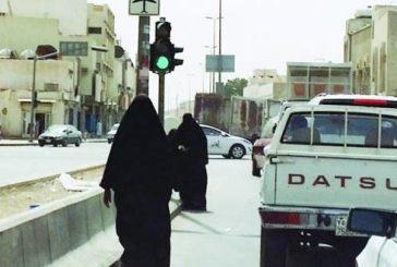 القبض على وافد يستغل نساء وأطفال في التسول بالرياض