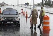 رجال الأمن بعسير يواصلون عملهم بتطبيق منع التجول وسط الأمطار (صور)