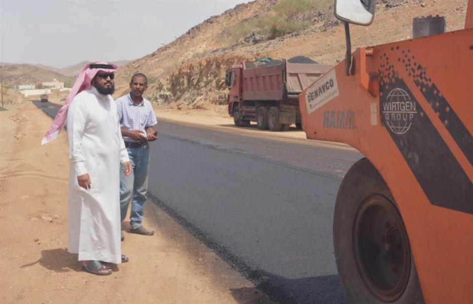 """""""أمانة عسير"""" تكمل سفلتة 244 كيلومتراً من الطرق خلال الشهرين الماضيين"""