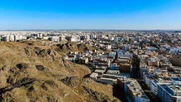 """صور لـ""""جبل سلع"""" بالمدينة المنورة.. المكان الذي كان مقراً للمسلمين في غزوة خندق"""