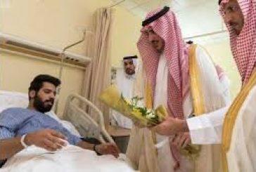 أمين منطقة الجوف يعايد المرضى المنومين بمستشفى الأمير متعب بن عبدالعزيز