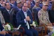 """فيديو.. السيسي يفاجئ مسؤولا عسكريا مصريا بسؤال عن راتبه """"أنت بتقبض كام""""؟"""