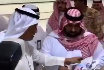 """فيديو.. أمير جازان بالنيابة للإعلاميين: """" لا تركزوا عليّ.. ركزوا على شباب جازان"""""""
