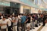 """صور.. احتشاد المئات أمام متاجر """"أبل"""" بالإمارات لشراء """"آيفون 11"""""""
