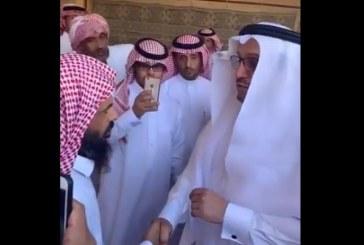 فيديو.. وزير التعليم يعزي ذوي الطالب معتز الحارثي