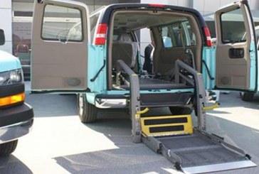 """""""النقل"""" تلزم شركات الأجرة بتوفير سيارات مناسبة لذوي الإعاقة وكبار السن"""