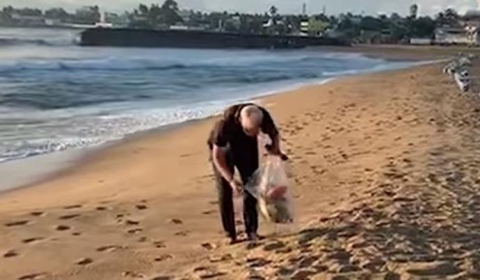 فيديو.. رئيس الوزراء الهندي يجمع القمامة من شاطئ يستضيف فيه الرئيس الصيني