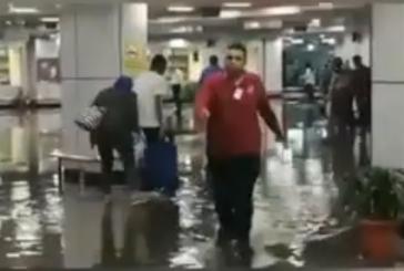 الأمطار تغرق الصالة الداخلية بمطار القاهرة ورئيس الحكومة يعلن تعطيل الدراسة اليوم (فيديو)