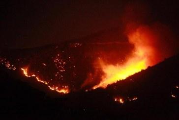 شاهد.. حرائق هائلة تجتاح عدة مناطق في لبنان