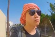 فيديو.. سائح كوري يوثق زيارته لحقل بتبوك وشاب يصطحبه في جولة بالمحافظة