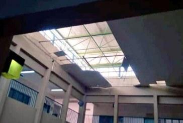 صور.. سقوط جزء من سقف مدرسة ثانوية للبنات بالقنفذة أثناء اليوم الدراسي
