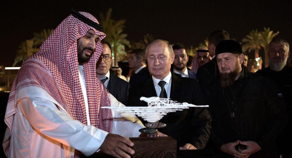بوتين يهدي ولي العهد منحوتة نادرة يزيد عمرها على 30 ألف عام