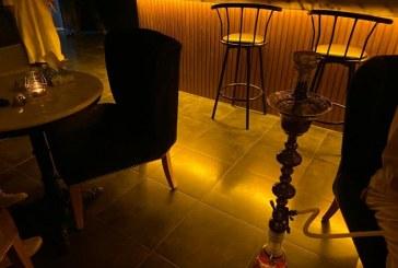 """إغلاق مطعم بالأحساء قدم التبغ دون ترخيص وضبط كميات من """"المعسل"""" (صور)"""