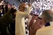 شاهد.. فرحة الأمير الوليد بن طلال في المدرجات بتأهل الهلال لنهائي أبطال آسيا