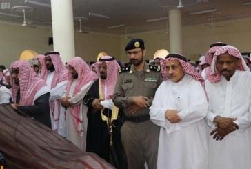 صور.. تأدية صلاة الميت على الشهيد علواني أحد منسوبي القوات المسلحة
