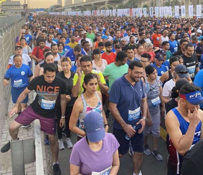 """شاهد.. المئات يشاركون في """"تحدي دبي للجري"""""""