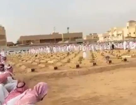 """جموع غفيرة تشيع """"أبو محمد الراشد"""" في القصيم"""