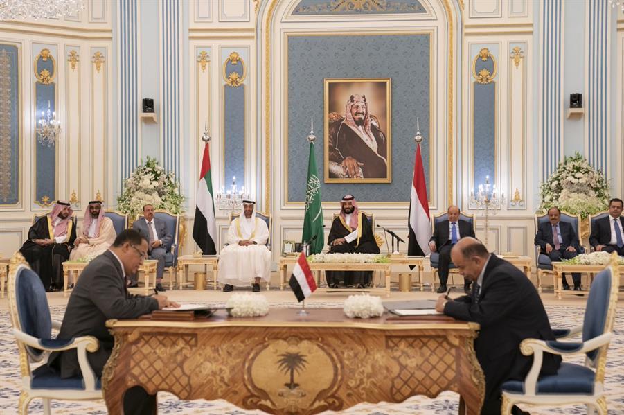 """توقيع """"اتفاق الرياض"""" بين الحكومة اليمنية والمجلس الانتقالي (فيديو)"""