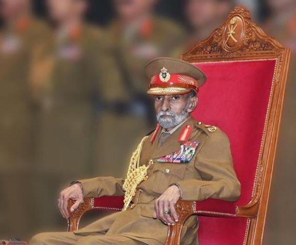 عمان تحتفل بيومها الوطني الـ49 بعرض عسكري حضره السلطان قابوس (فيديو وصور)