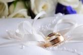"""عروس تسأل عبر """"تويتر"""" عن المحال الرخيصة لتجهز لزفافها فتنهال عليها المساعدات العينية"""