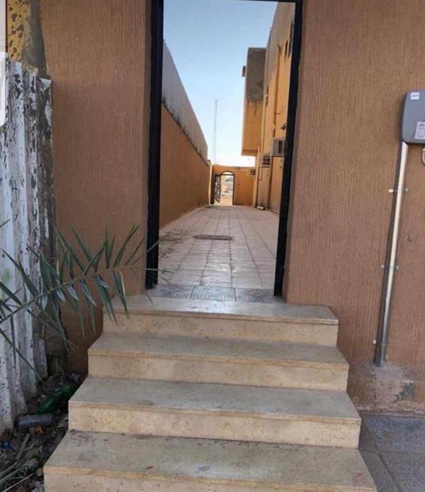 مواطن بعرعر يفتح ممراً عبر منزله لتسهيل وصول جيرانه إلى المسجد (صورة)