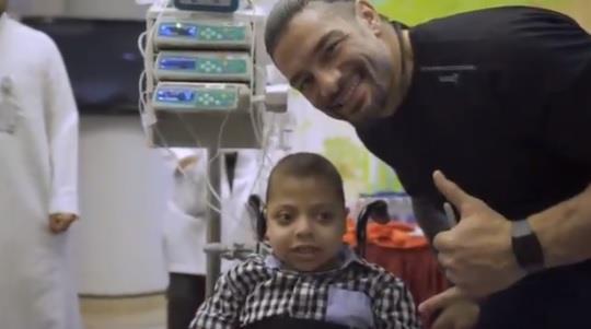 نجوم المصارعة WWE يزورون مستشفى الملك عبدالله للأطفال بالرياض