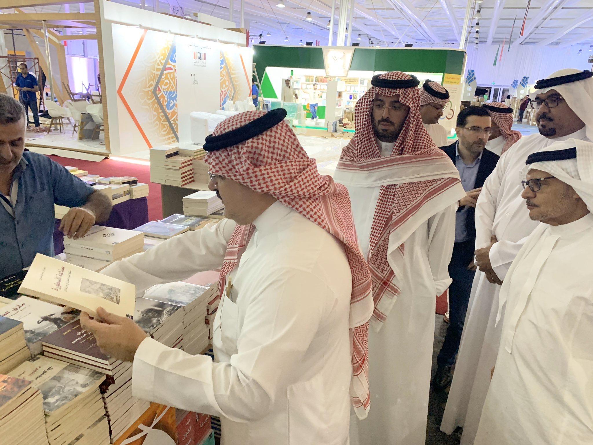 للمرة الثانية منذ مطلع الأسبوع .. الأمير مشعل بن ماجد يقف على آخر ترتيبات انطلاق معرض جدة الخامس للكتاب