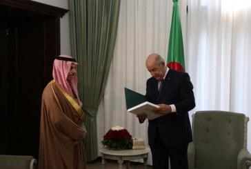 وزير الخارجية يُسلّم الرئيس الجزائري دعوة رسمية من الملك سلمان لزيارة المملكة