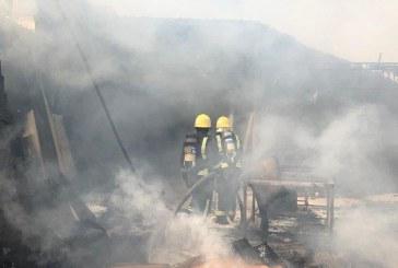 شاهد.. حريق كبير يلتهم عدداً من محلات المناجر والموبيليا في نجران