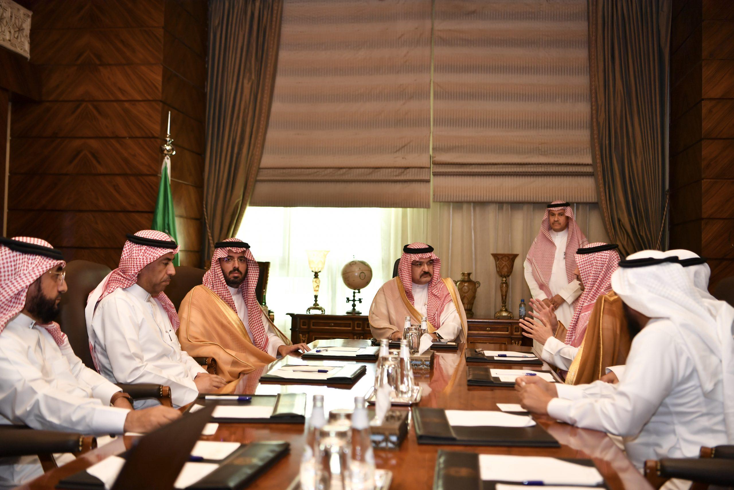 سمو الأمير مشعل بن ماجد يجتمع مع مدير عام صندوق تنمية الموارد البشرية