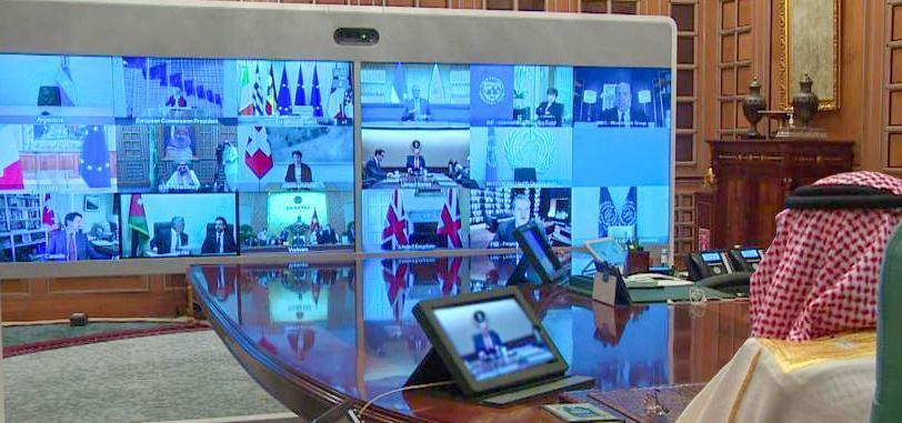 صورة.. خادم الحرمين يتواصل مع قادة مجموعة العشرين خلال القمة الاستثنائية