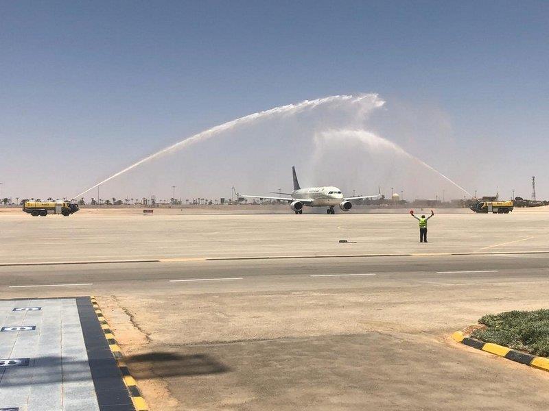 شاهد.. مطار رفحاء يستقبل أولى الرحلات بعد استئناف الطيران الداخلي