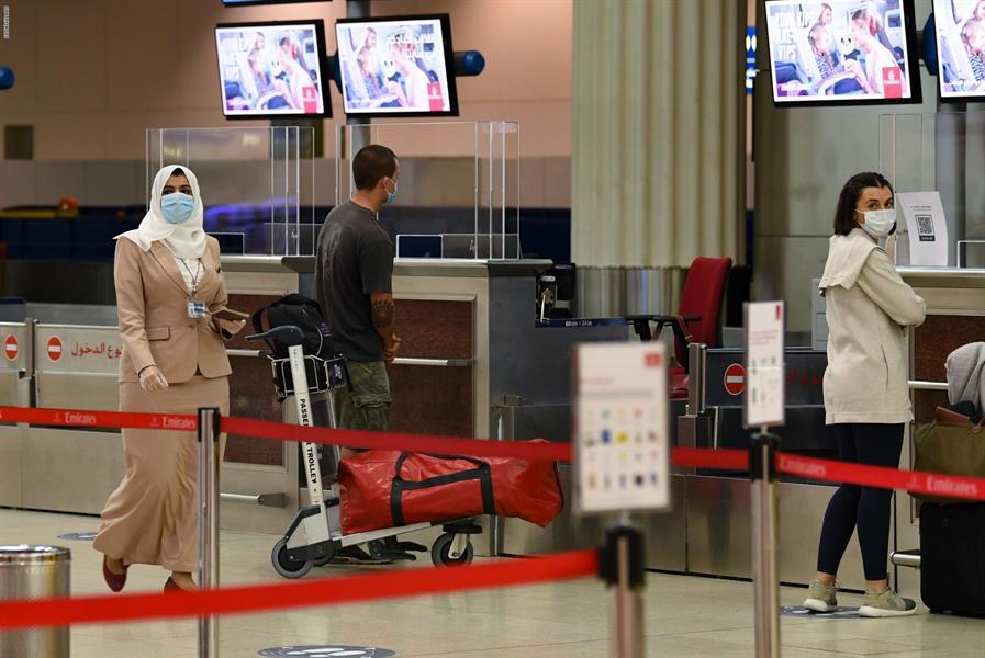 """رسمياً.. """"الإمارات"""" تسمح للمواطنين والمقيمين بالسفر والعودة وفق الاشتراطات الصحية"""