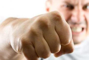 طبيب أسنان يعتدي على زميله بالضـرب في ضباء