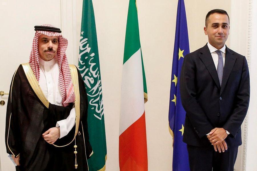 سمو وزير الخارجية يعقد لقاءً ثنائياً مع نظيره الإيطالي