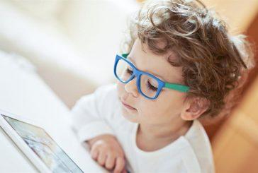 استشاري عيون ينصح بعدة إجراءات لتجنب ضعف البصر خلال الدراسة عن بُعد