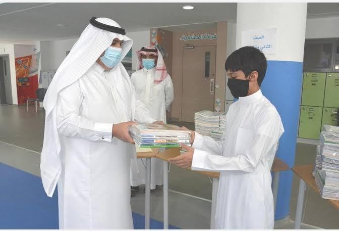 تعليم الرياض يبدأ توزيع المقررات الدراسية على مليون طالب وطالبة