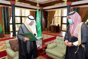 الأمير فهد بن سلطان يطلع على تقرير عن بداية العام الجامعي الجديد في جامعة تبوك