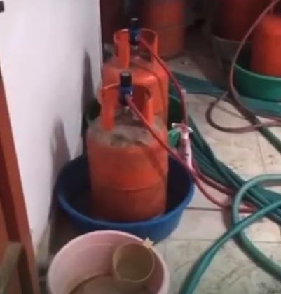 القبض على 6 وافدين يديرون مصنعين للخمور داخل منزل في الرياض