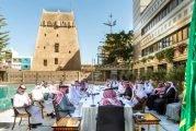 أمير عسير يستعرض المستقبل السياحي للمنطقة مع رجال أعمال من مكة المكرمة