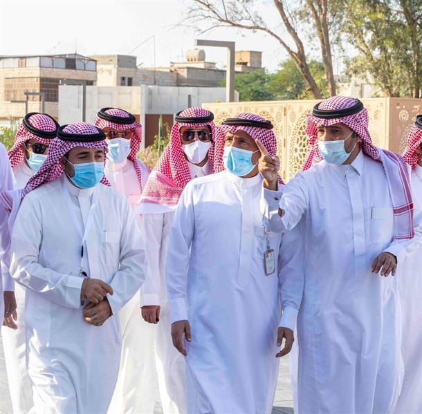 وزير البلدية يفتتح مشروعات تنموية وبلدية بمحافظة الأحساء