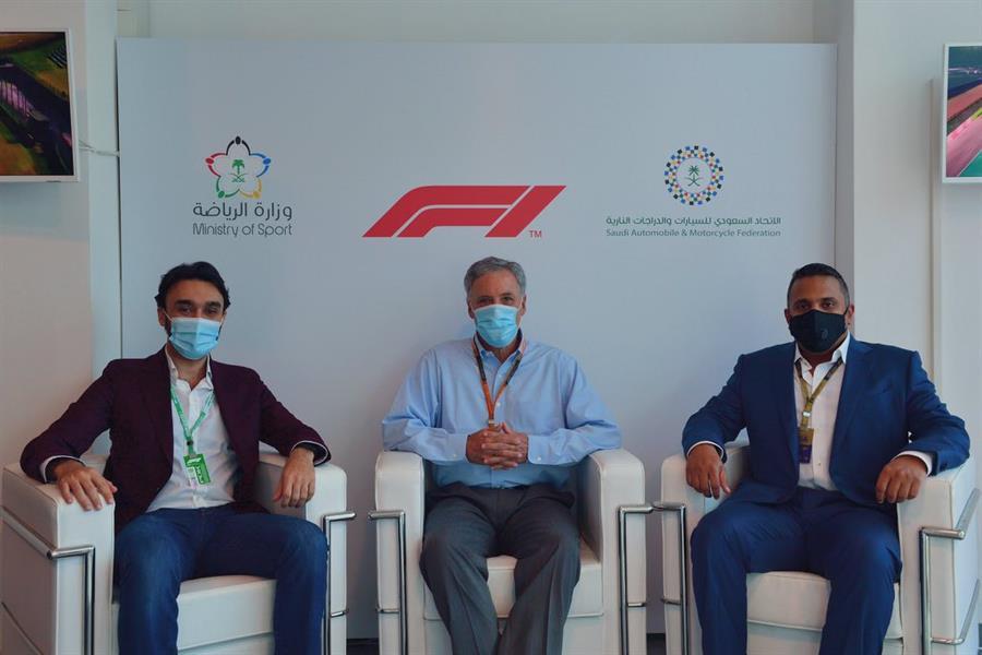 """وزير الرياضة يُعلن استضافة المملكة لـ """"فورمولا 1"""""""
