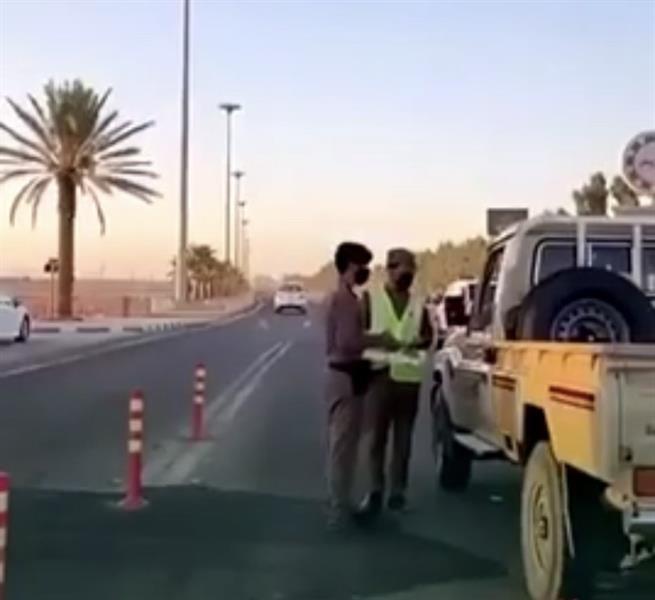"""""""الداخلية"""": عدم ارتداء الكمامة في السيارة أثناء الوقوف عند نقطة التفتيش مخالفة"""