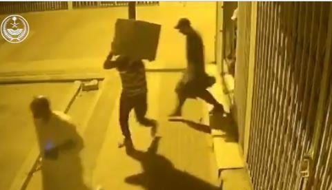 """""""الداخلية"""" تنشر تفاصيل الإطاحة بجناة ارتكبوا 32 جريمة سرقة بالرياض"""